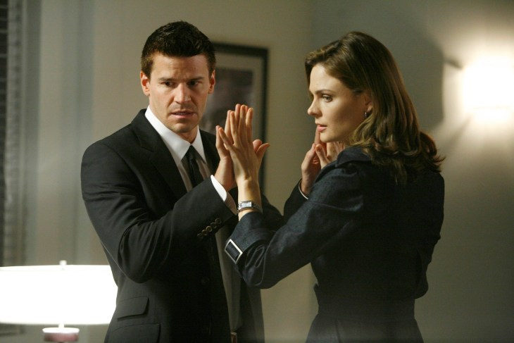 "BONES: Booth (David Boreanaz, L) and Brennan (Emily Deschanel, R) attend therapy sessions to help strengthen their partnership in the BONES episode ""The Secret in the Soil"" airing Tuesday, Oct. 23 (8:00-9:00 PM ET/PT) on FOX. ©2007 Fox Broadcasting Company. Cr: Isabella Vosmikova/FOX"