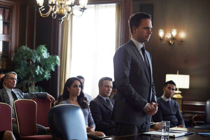 "SUITS -- ""Character and Fitness"" Episode 616 -- Pictured: (l-r) Meghan Markle as Rachel Zane, Patrick J. Adams as Michael Ross -- (Photo by: Shane Mahood/USA Network)"