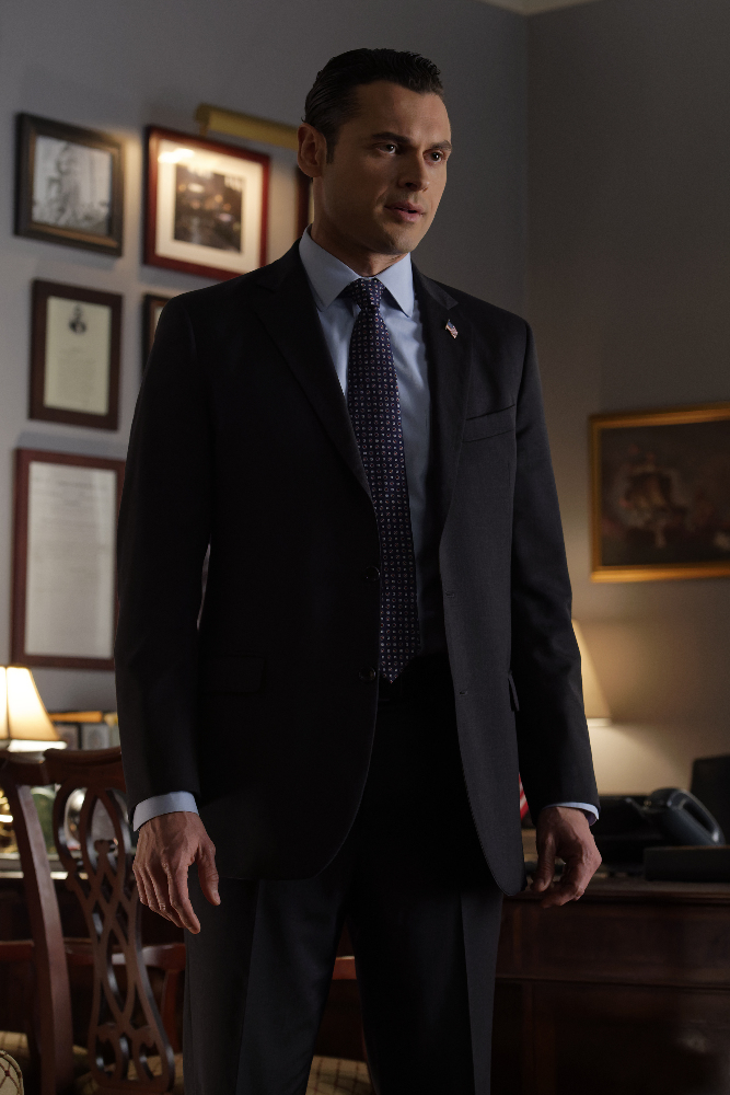 """DESIGNATED SURVIVOR - """"The End of the Beginning"""" - Circles must tighten as a new discovery within the conspiracy emerges. Meanwhile, tension rises between Aaron and Emily as suspicions loom in the White House. A new lead places Agent Wells closer than before to the truth, on ABC's """"Designated Survivor,"""" WEDNESDAY, MARCH 15 (10:00 - 11:00 p.m. EDT). (ABC/Ben Mark Holzberg)"""