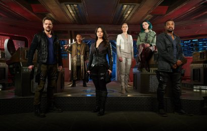 DARK MATTER -- Season:3 -- Pictured: (l-r) Anthony Lemke as Three, Alex Mallari Jr. as Four, Melissa O'Neil as Two, Zoie Palmer as The Adroid, Jodelle Ferland as Five, Roger Cross as Six -- (Photo by: Steve Wilkie/Dark Matter Series 3 Inc./Syfy)