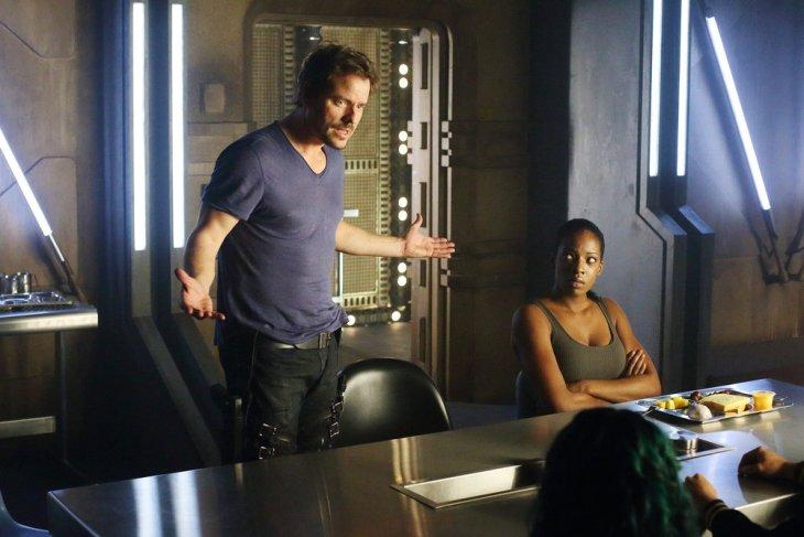"""DARK MATTER -- """"All the Time In the World"""" Episode 304 -- Pictured: (l-r) Anthony Lemke as Three, Ayisha Issa as Solara Shockely -- (Photo by: Stephen Scott/Dark Matter Series 3/Syfy)"""