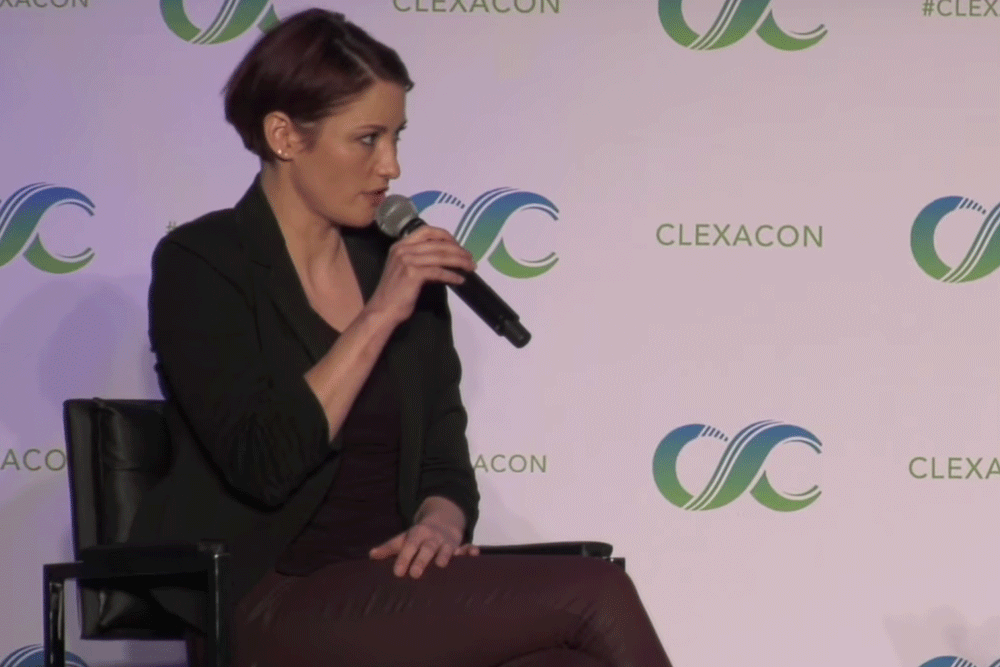 ClexaCon-Supergirl-ChlyerLeigh-SideAnswer-Screengrab