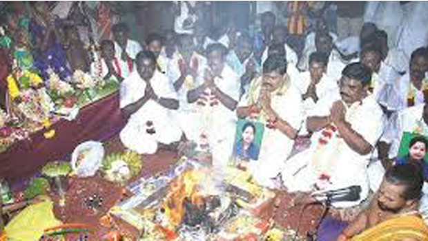 jayalalitha funeral according hindu tradition,jayalalitha funeral according, hindu tradition,jayalalitha funeral , hindu tradition by her relative