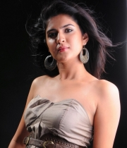 deeksha-seth-new-photo-gallery-17