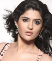 deeksha-seth-new-photo-gallery-21