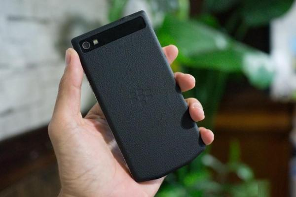 Photos of BlackBery Z10 Porsche Design leak002