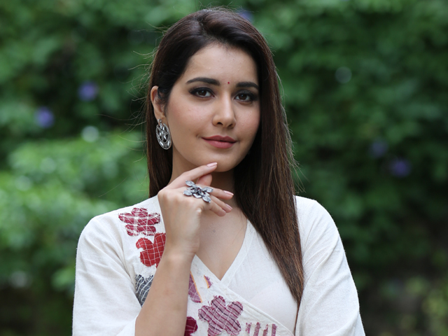 Rashi Khanna Learning Weight Loss Techniques From Himalayas