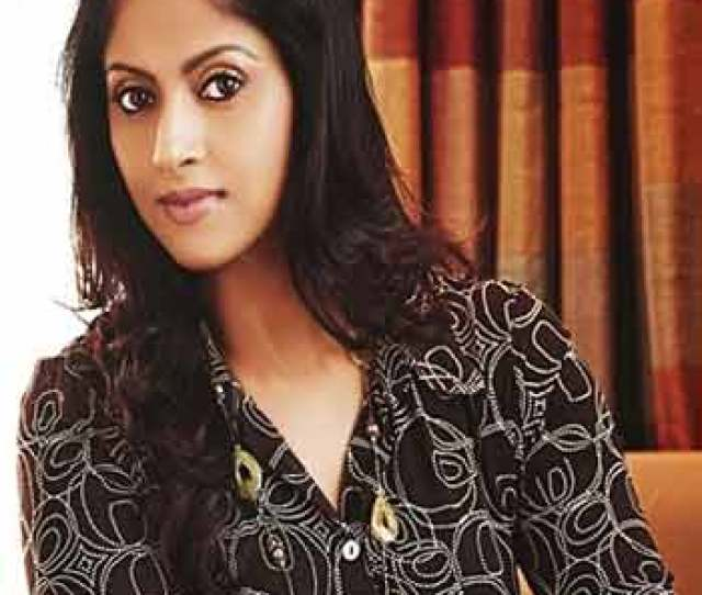 The Next Hot Mom In Tollywood Nadia Created A New Buzz In Tollywood Nadia