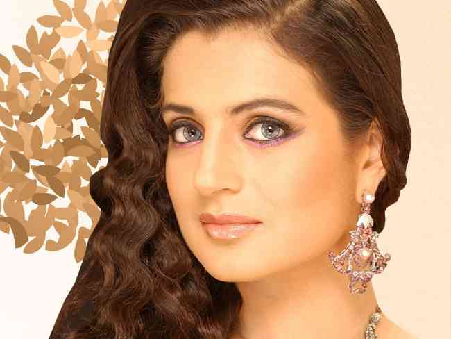 Ameesha Patel questioned in Rs 2.5 cr cheque bounce fraud