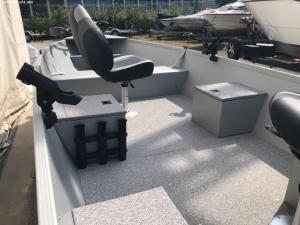 Alumacraft V 16 Floor