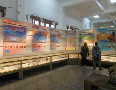 belajar sejarah di museum geologi