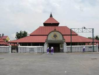 Ngabuburit di kawasan Masjid Kauman
