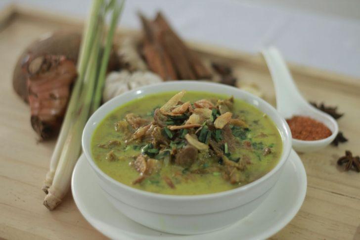 Rekomendasi Tempat Wisata Kuliner di Cirebon yang Fenomenal-Empal Gentong