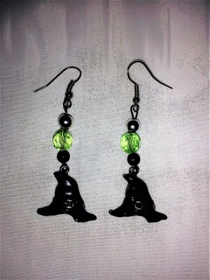 Witch hat and drop bead earrings