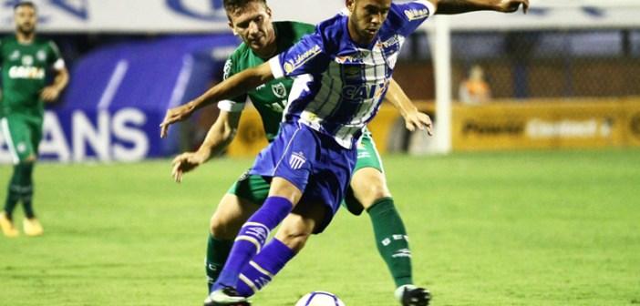 Há 5 jogos sem perder e com 2 confrontos seguidos em casa, Renato projeta sequência do Avaí e mira G-4