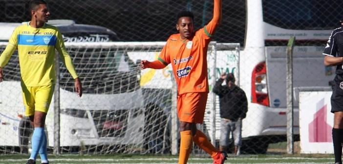 Invicto e com dois gols em quatro jogos, Juliano destaca crescimento do Camboriú na Série B do Catarinense