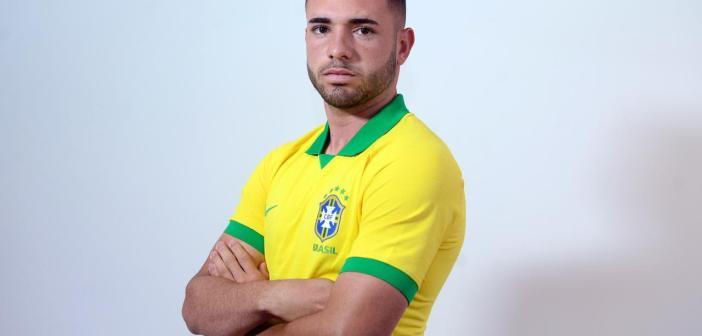 """Novamente convocado para a Seleção Brasileira Sub-17, Léo Ataíde fala sobre """"momentos especiais"""" e decisões pelo Athletico"""