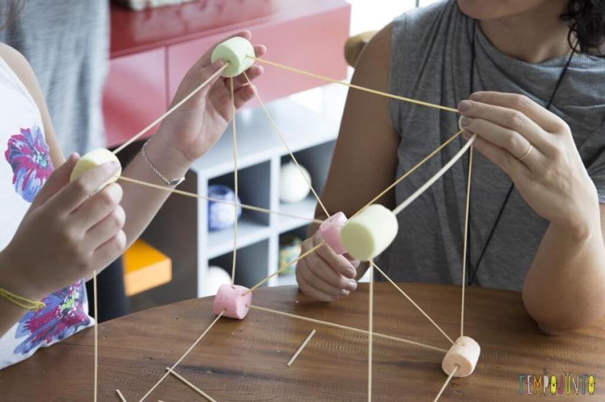 Esculturas de Marshmallow e palito de dente - cubo gigante de marshmallow