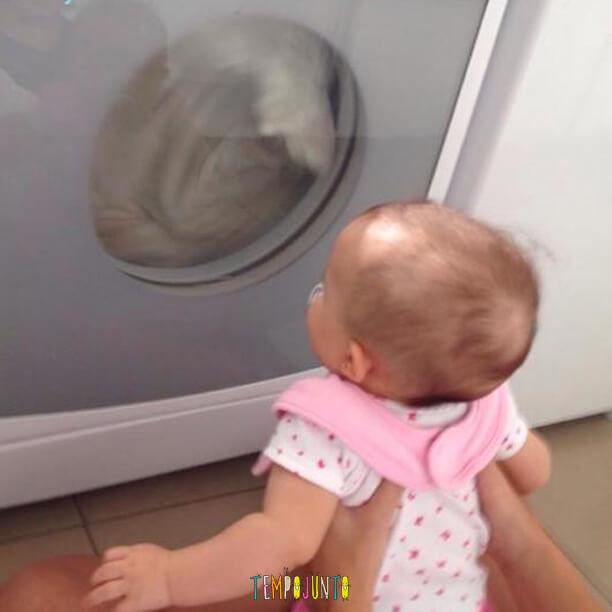 brincadeiras para bebês de 0 a 6 meses - gai com a secadora