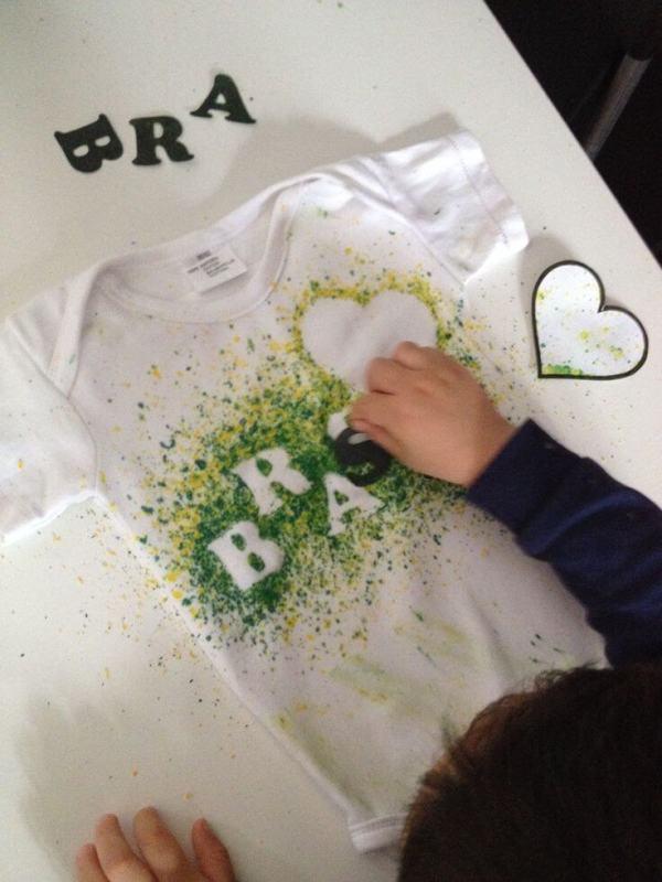 camiseta de torcida pleo brasil decorada com giz de cera