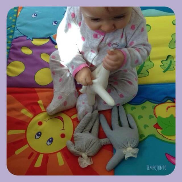 Mãos sensoriais. Mais uma atividade de descobertas para bebês.