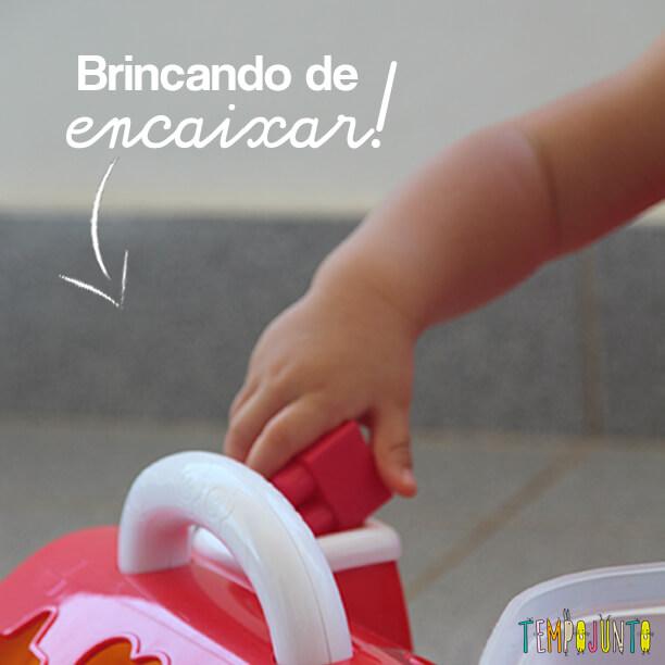 Jogo de encaixar formas para bebês