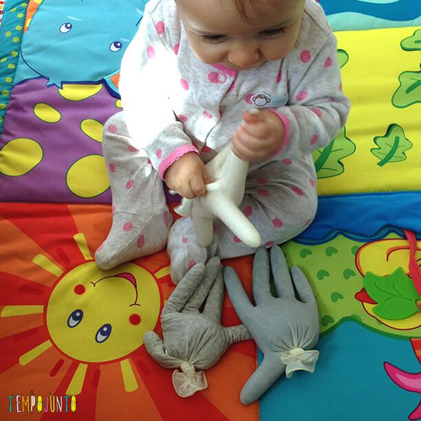 Melhores atividades de descoberta sensorial - maos sensoriais
