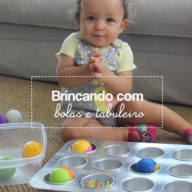 Brincadeira para bebê com forma de cupcake e bolas