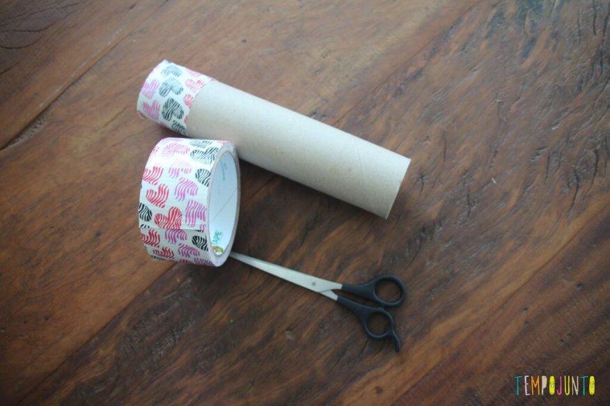 Brincadeira para bebês pompom no tubo-material