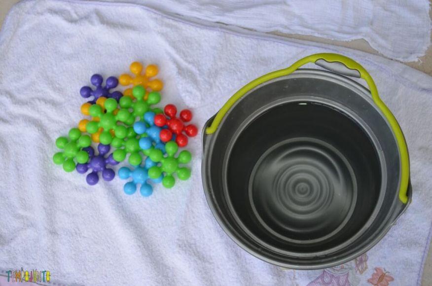 Cantinhos - Brinquedos com balde