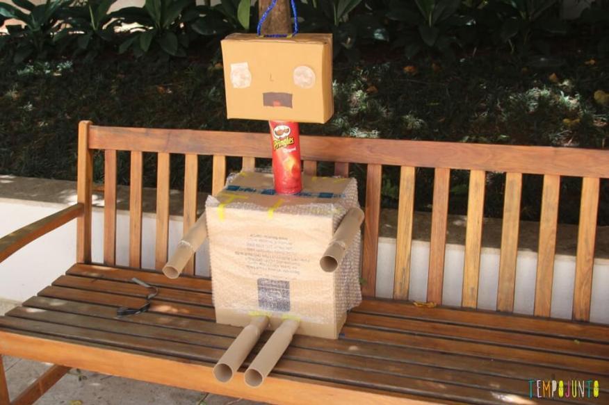 como fazer um robô de sucata - robo pronto