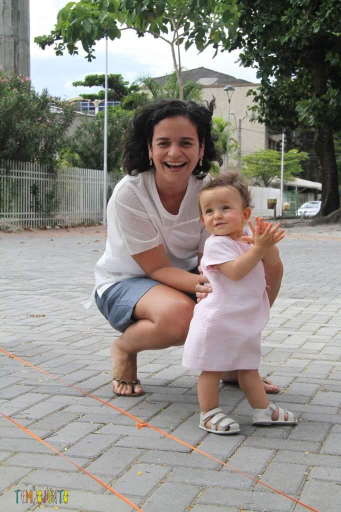 Brincadeiras de rua - Patricia e Gabi