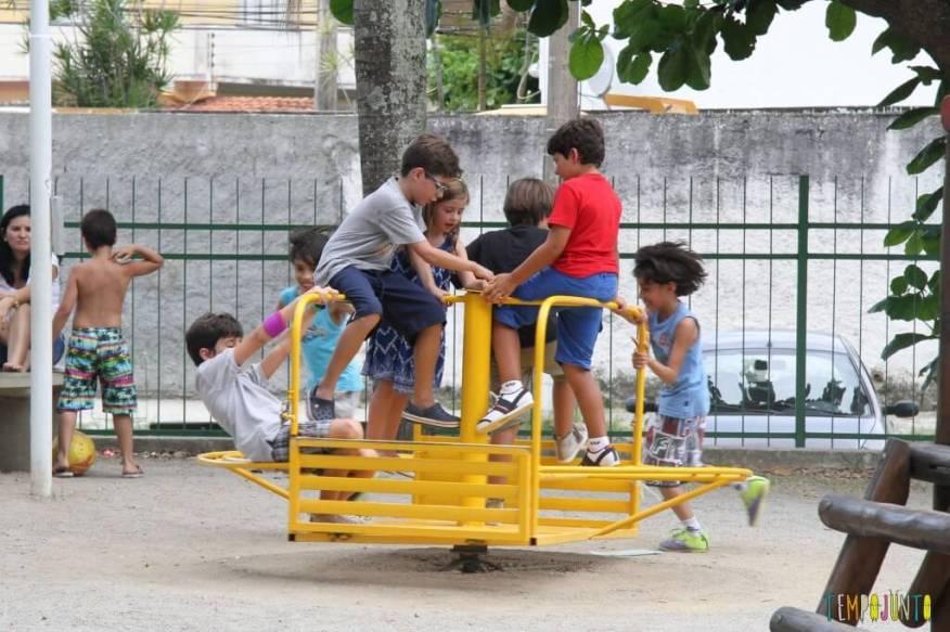 Brincadeiras de rua - roda roda
