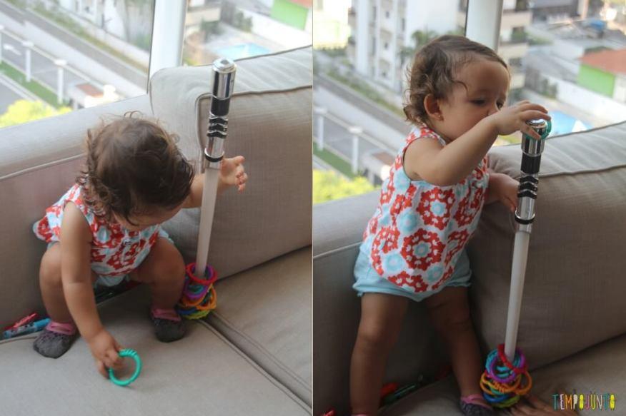 Como inventar brincadeiras para os bebês - Gabi se agachando