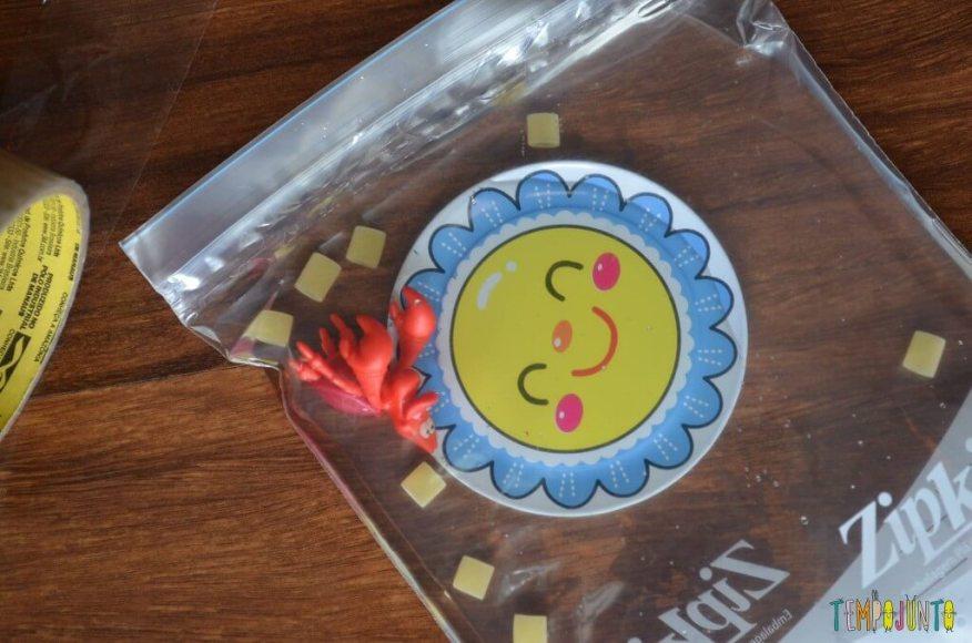 Ideias do que fazer hora de dormir - sacola sensorial para crianças pequenas