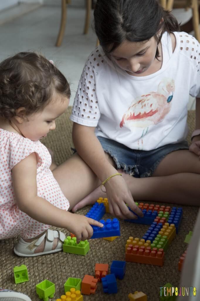 Brincadeiras para irmãos pequenos - lego