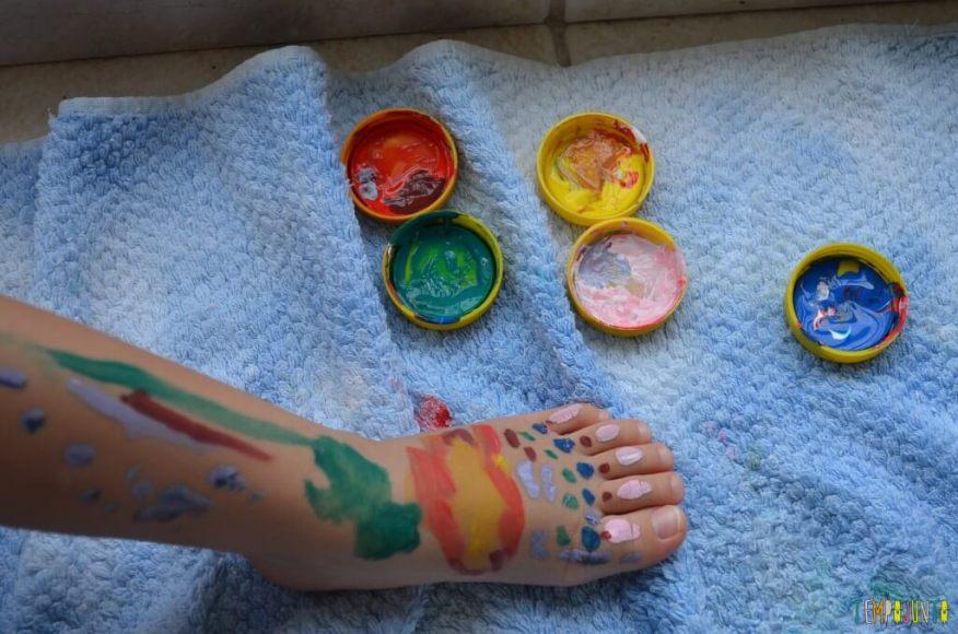 crianças estão doentinhas - pintura nos pés