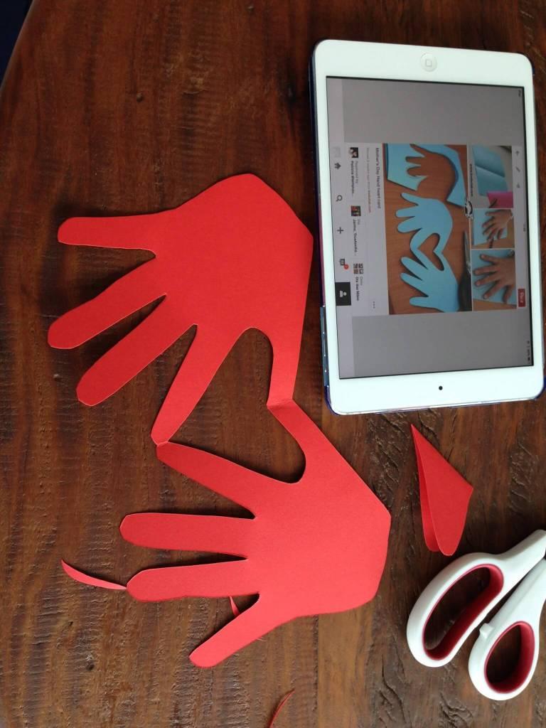 7 ideias de cartões para o Dia das Mães - cartão com as mãos