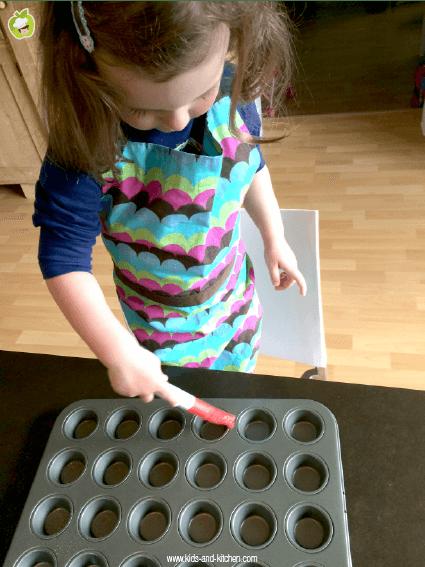 Receita com crianças: um panffin delicioso - preparando a forma do panfinn