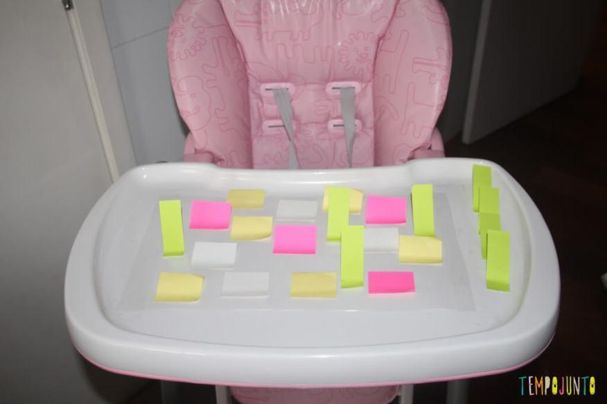 Brincadeira divertida para bebês com post-it e contact - postit colado