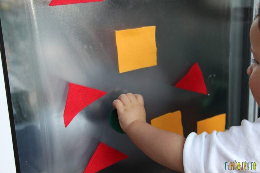 Atividade de cores e formas com contact e feltro - gabi e as formas no vidro