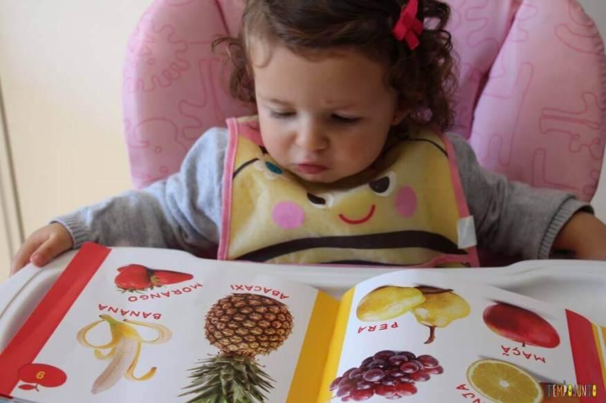 Leitura brincante para bebês - livro de frutas