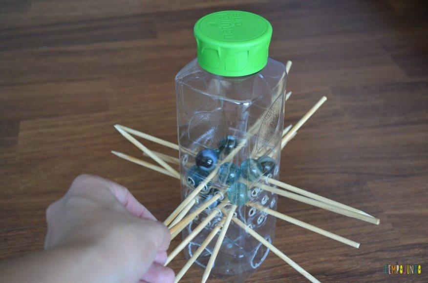 Um cai-não-cai incrível feito por uma criança para jogar em família - resultado