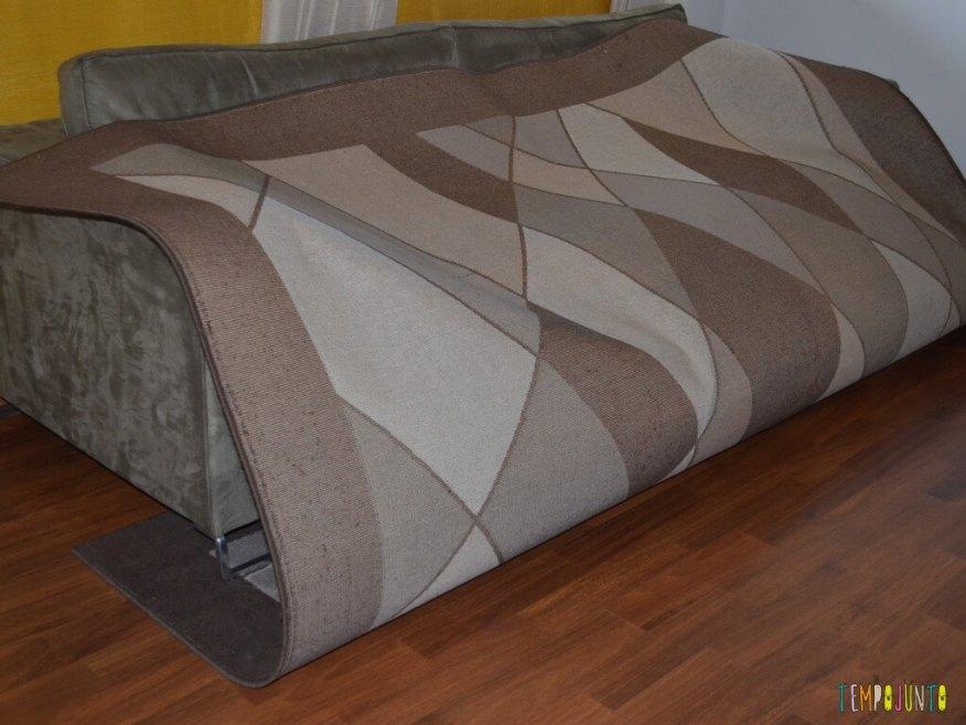 Férias em casa com gostinho de viagem - dora aventureira no sofá