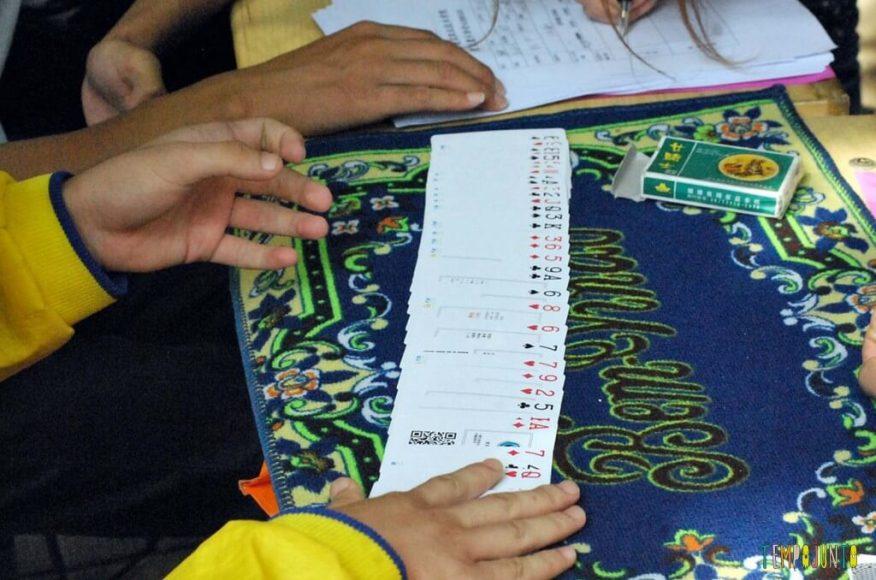 Truques para brincar de mágica com as crianças - cartas