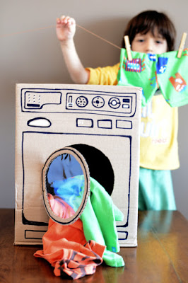 10 ideias para estimular a brincadeira de faz de conta - lavadora de papelão