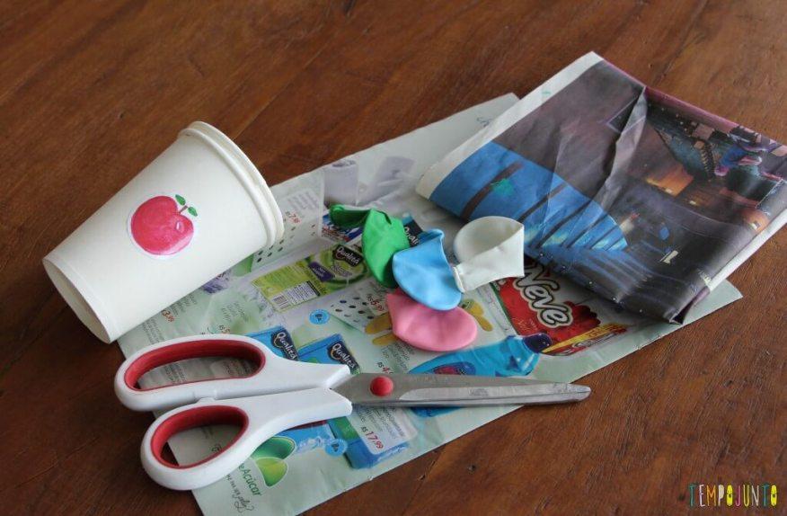 Como fazer um brinquedo com copo descartável - material