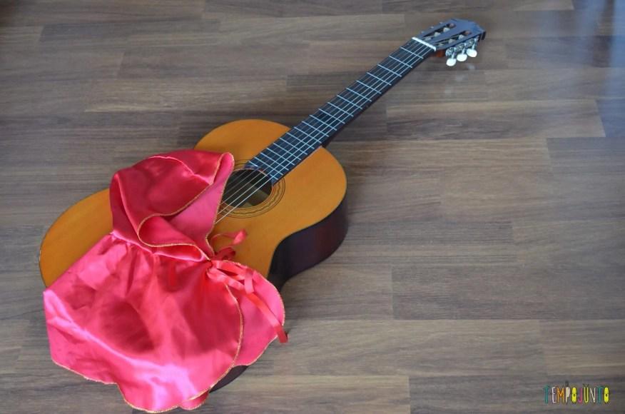 Brincadeira para pais e filhos contarem uma história com música-violao