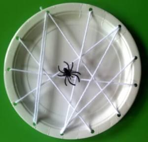 Faça você mesmo ideias criativas para o Halloween - prato de aranha
