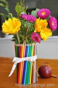 Mais 10 ideias de presentes para os professores que ainda dá tempo de fazer - vaso de flores com lapis de cor